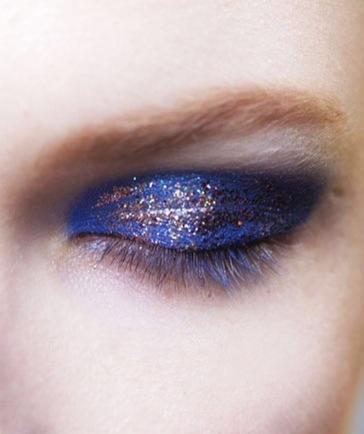 Blue sparkly eyes